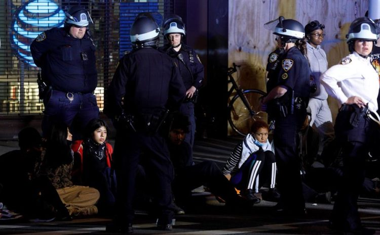 Unos 280 arrestos en Nueva York durante una noche de protestas más tranquila