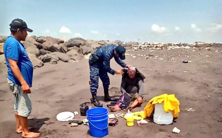 Rescatan a tripulante de embarcación naufragada en el Puerto de San José