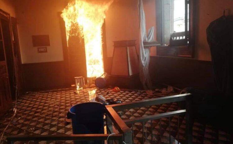 Mingob y PNC ponen en duda el actuar de las fuerzas de seguridad durante quema del Congreso en manifestación