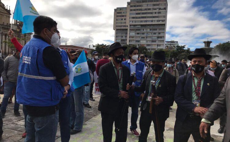 Parlamento del Pueblo Xinca y 48 Cantones de Totonicapán manifiestan en la capital, mientras Gobierno discute Presupuesto