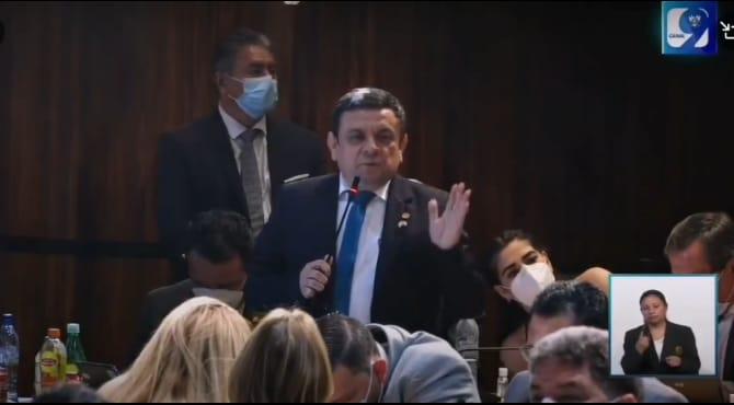 "Como ""comelón de frijoles"" se refirió a la población el diputado Rubén Barrios del partido Valor"