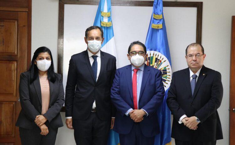 PDH muestra su preocupación por crisis de gobernabilidad a delegados de la OEA