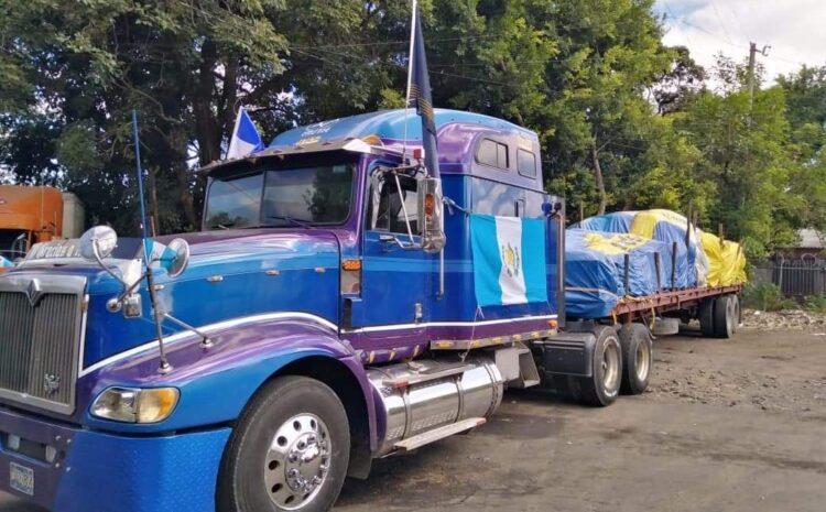 Pastores varados en frontera con El Salvador con ayuda humanitaria recolectada en EE.UU.