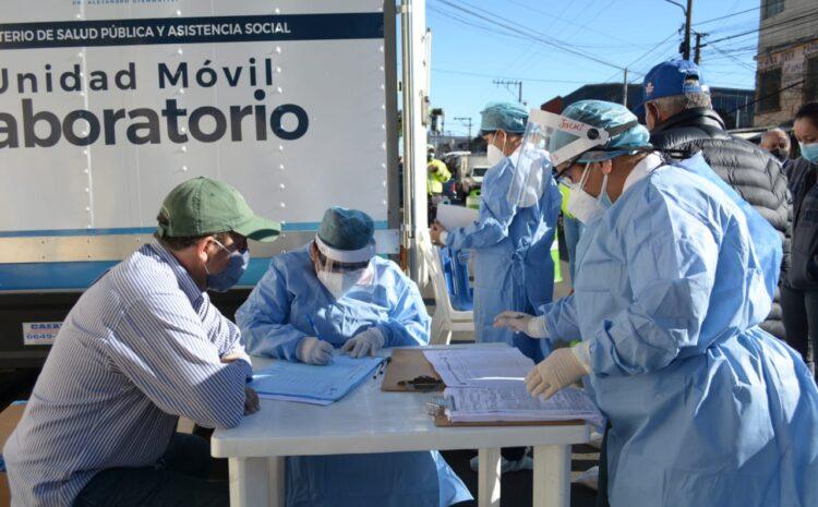 Salud implementa estrategia de laboratorios móviles en tres mercados de la ciudad para identificar casos de COVID-19