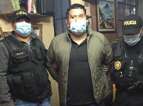 Autoridades capturan a profesor por distribución de pornografía infantil