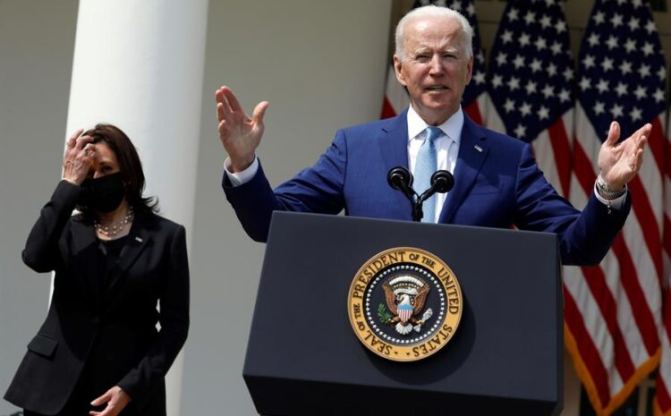 """Biden tacha de """"vergüenza internacional"""" la violencia con armas en EE.UU."""